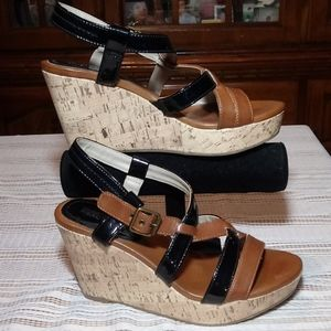 KENNETH COLE REACTION ACTION DOLL WEDGE SANDALS